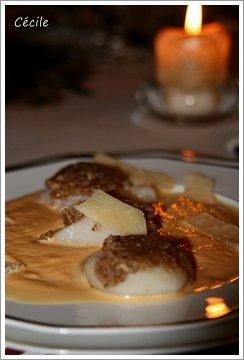 Saint-Jacques de Normandie en croute de noix et crème potiron